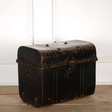 Black Metal Trunk CB138299