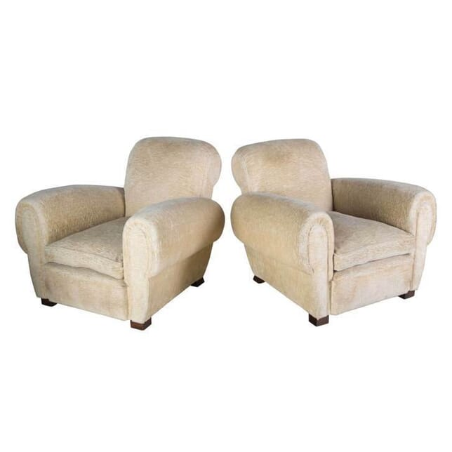 Pair of Large Upholstered Club Chairs CH1556254