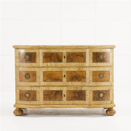 18th Century Walnut Commode CC0610179