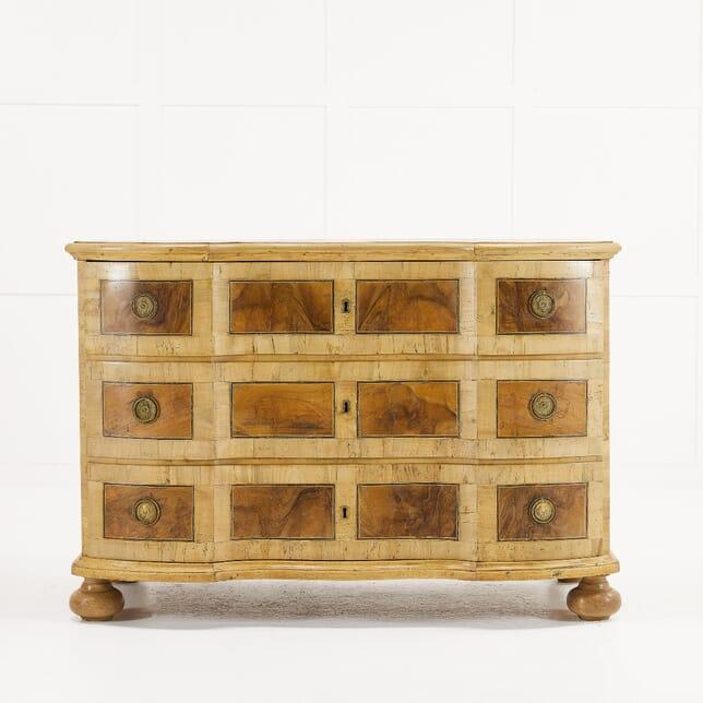 18th Century Walnut Commode CC0610179