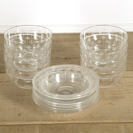 8 Delicate Glass Bowls and Saucers DA1310019