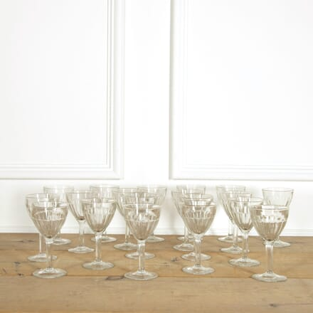 Eighteen Vintage Wine Glasses DA159096