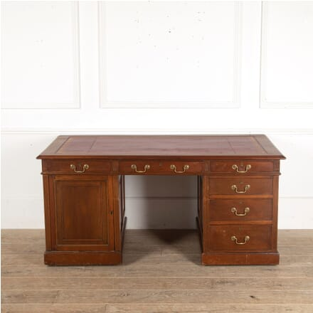 English 19th Century Walnut Pedestal Desk DB8813078