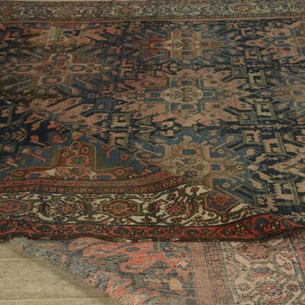 Large Country House Heriz Carpet RT059427