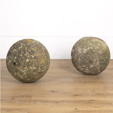 Pair of Cotswold Stone Balls DA2014987
