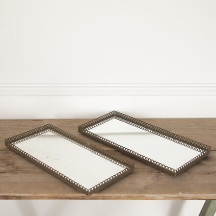 Pair of Elegant Mirrored Trays DA3014177