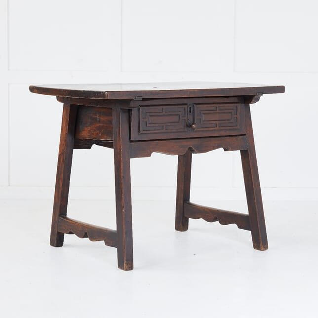 Small 18th Century Spanish Walnut Side Table CO0610379