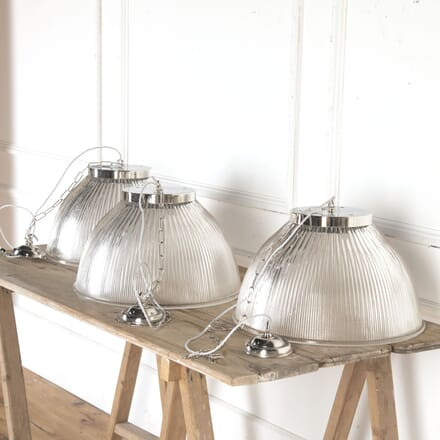 Set of Three Industrial Lights LC4314551