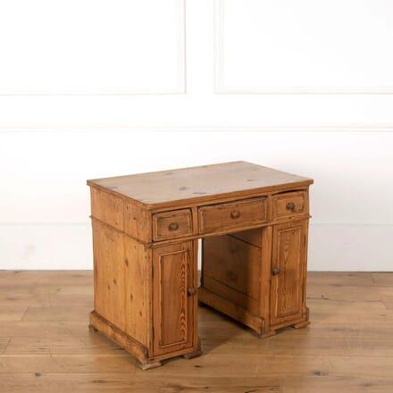 Miniature Child's Kneehole Desk DB558656
