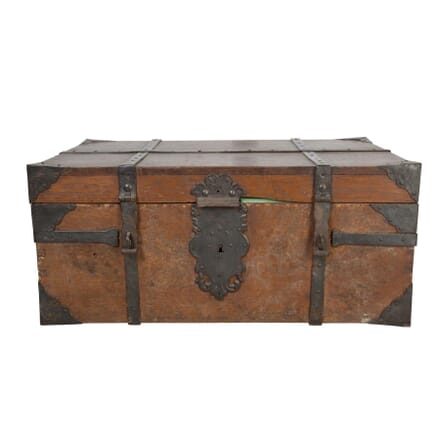 Metal Bound Trunk CT5558029