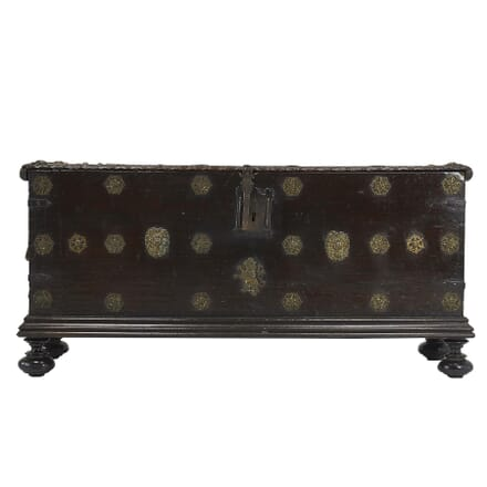 17th Century Walnut Spanish Trunk CB067400