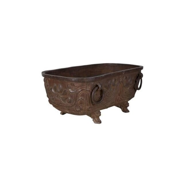 A rare and imposing cast iron cistern. Chinese, 17th century. GA258655