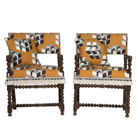 Pair of Armchairs CH2812567