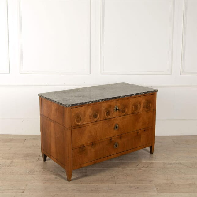 Late 18th Century FrenchWalnut Commode CC527266